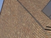 Uniforme gevel en dak met kleidakpannen